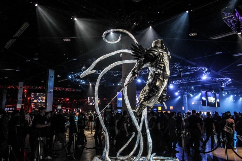 На мероприятии повсеместно стояли статуи важных персонажей Blizzard в натуральную величину