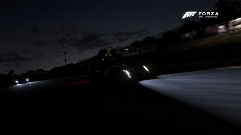 Свет фар разгоняет мрак по-настоящему темной ночи