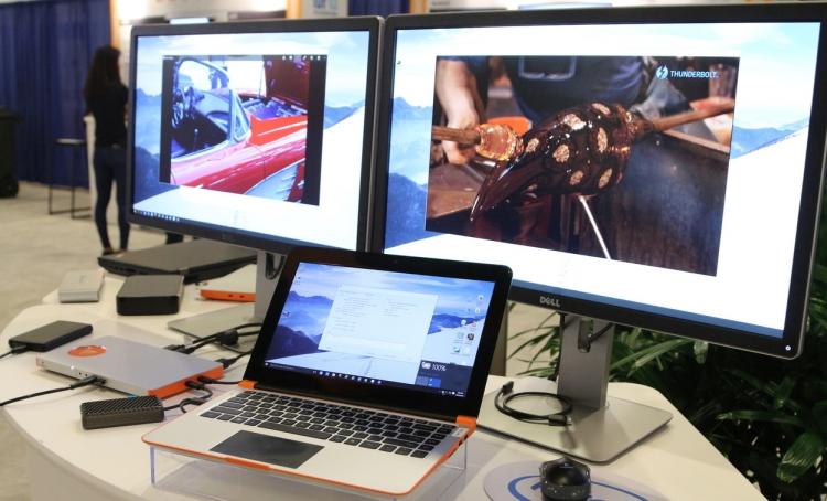 Демонстрация внешнего графического адаптера компанией Inventec. Фото Gizmodo.