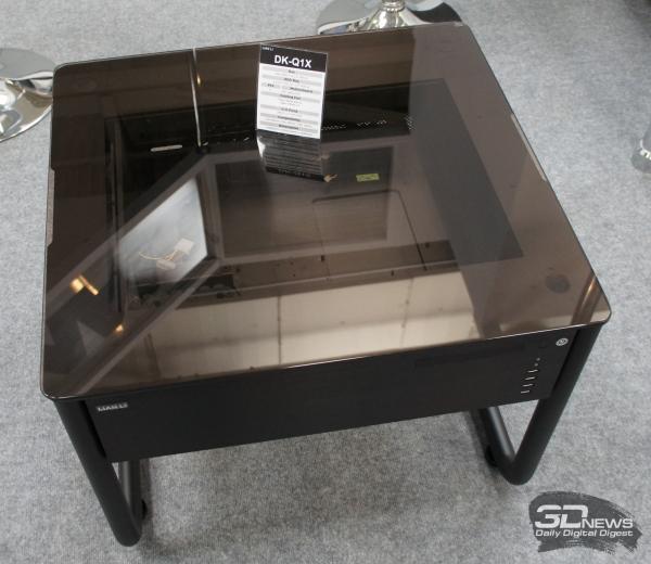 «Журнальный столик» Lian Li DK-Q1X