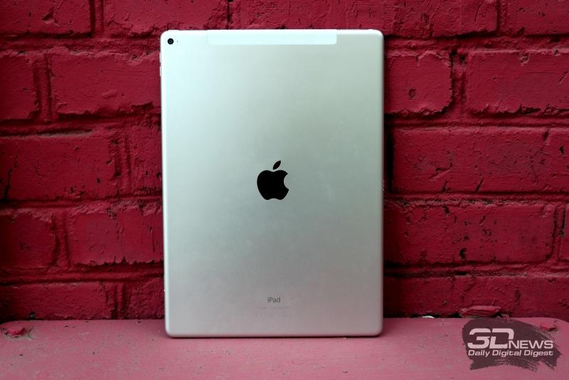 Apple iPad Pro, задняя панель: в левом верхнем углу – основная камера с микрофоном