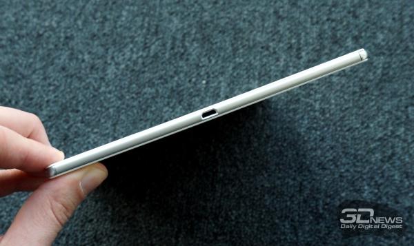 Порт USB в Xperia Z4 Tablet также не прикрыт заглушкой
