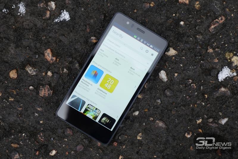 BQ Aquarius E5 HD, лицевая панель: над экраном – разговорный динамик, датчик освещенности, фронтальная камера и индикатор состояния; под экраном нет функциональных элементов