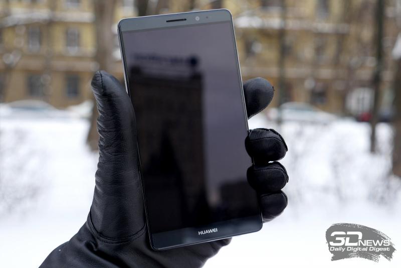 Huawei Mate 8 в руке