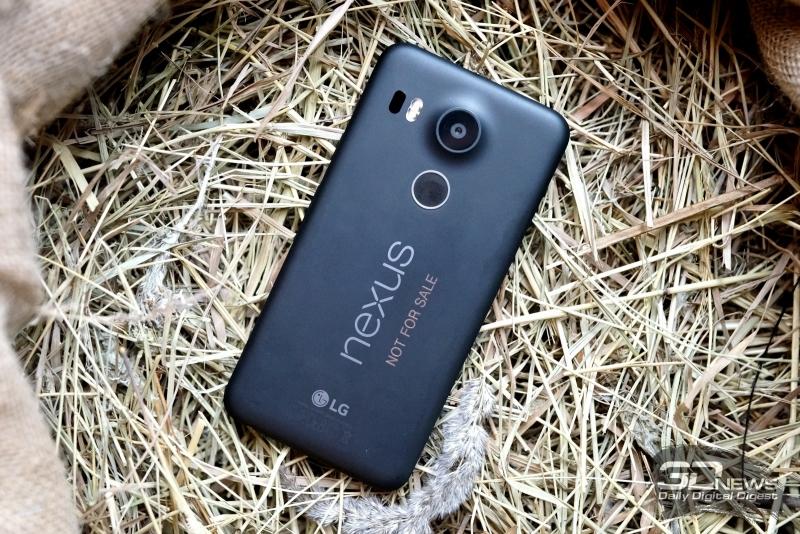 Google Nexus 5X, задняя панель: рядом с камерой – лазер автофокуса и двойная вспышка. Надписи «Not for sale» в магазинных Nexus не будет, не переживайте