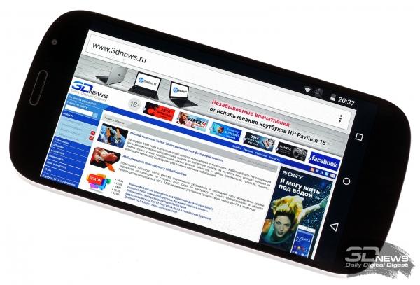 Yotaphone 2 со включенным экраном